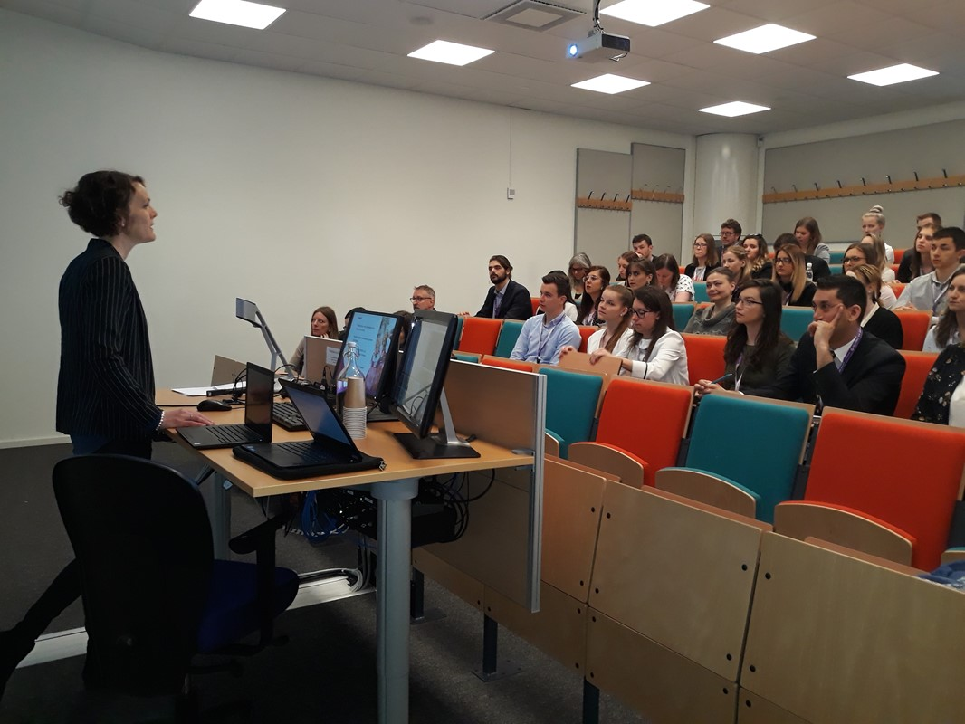 Susanna Heldt Cassel giving a lecture to attending students