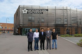 Representatives from Nanchang University at Campus Falun, standing outside the university library